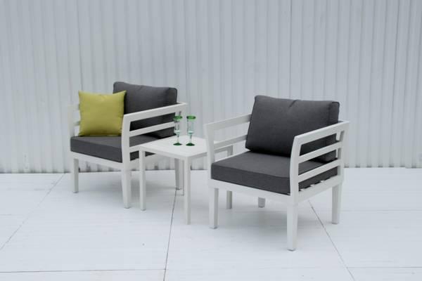 Bilde av Apollo sett 2 stoler m/puter+bord - hvit/stengrå