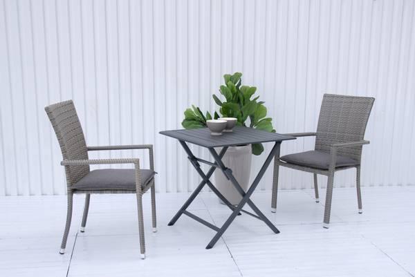 Bilde av Praha sett 2 stablestoler+bord 70x70 cm - gråbeige